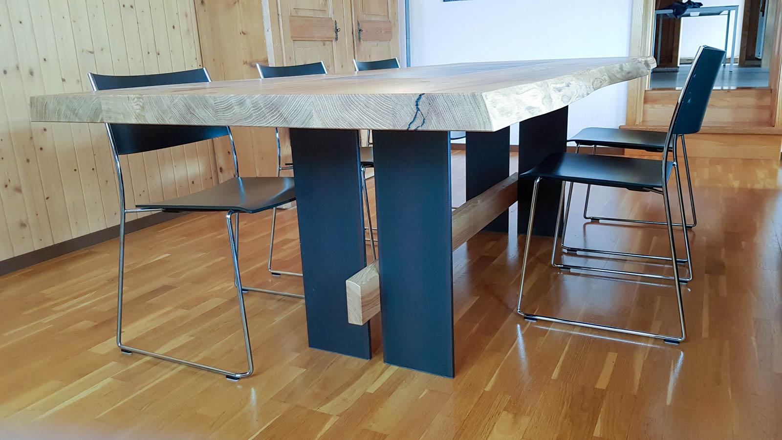 Wooddesign_Tisch_Baumkante_Schwarzstahl_Tischeinlage_Keramik_Eiche (5)