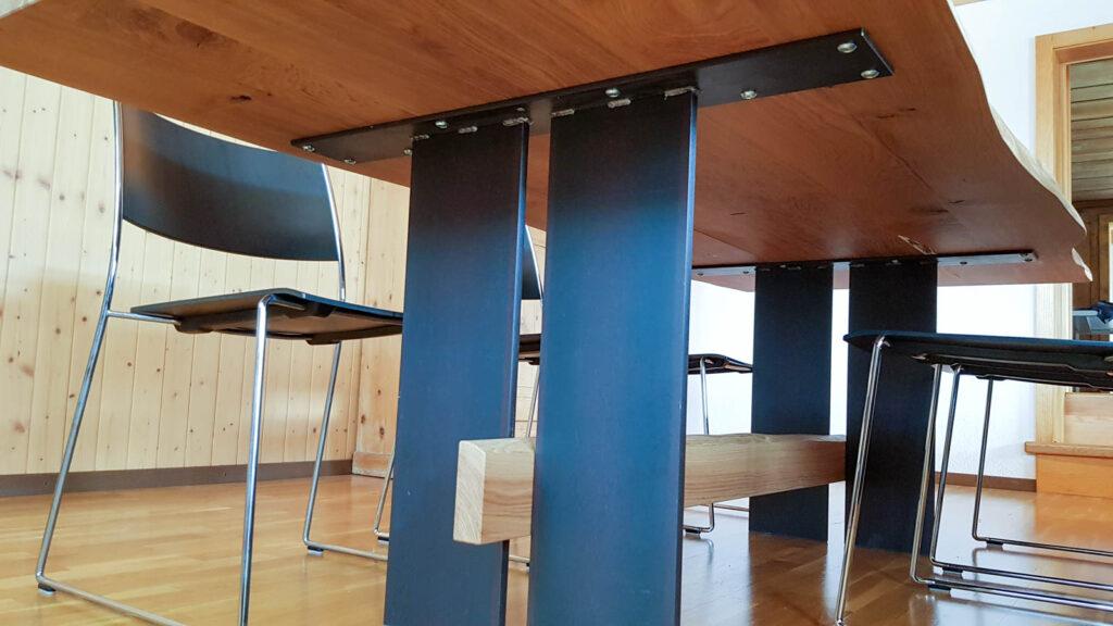 Wooddesign_Tisch_Baumkante_Schwarzstahl_Tischeinlage_Keramik_Eiche (6)