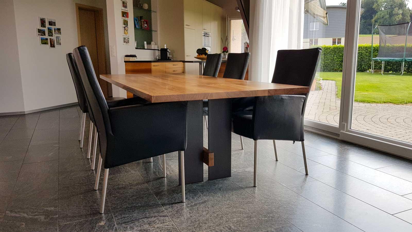 Wooddesign_Tisch_Eiche massiv_Schwarzstahl_Beine innen_Taverse (3)