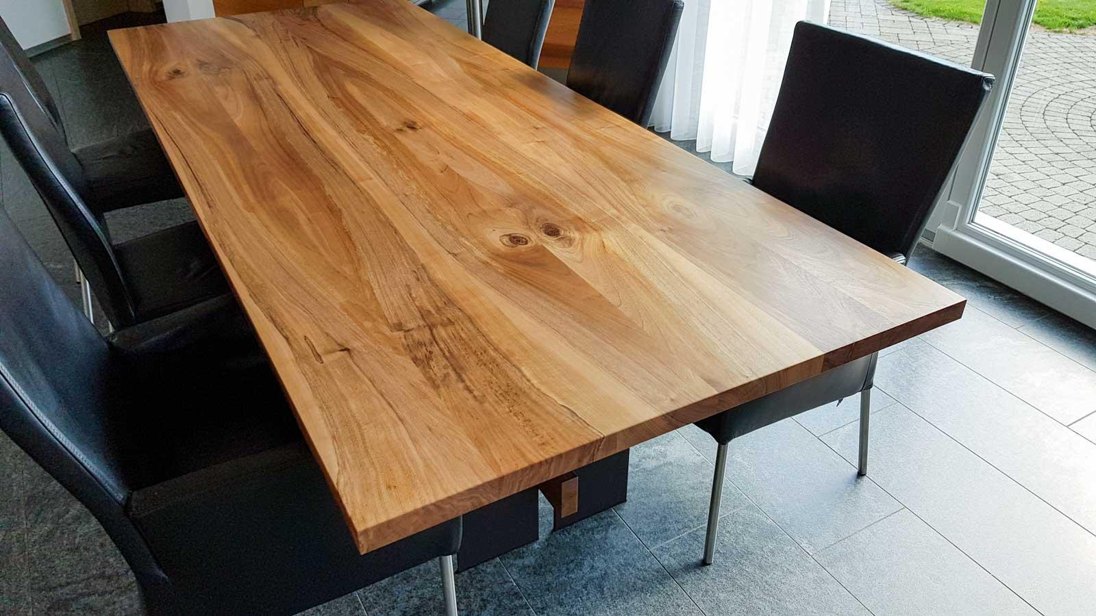 Wooddesign_Tisch_Eiche massiv_Schwarzstahl_Beine innen_Taverse (4)