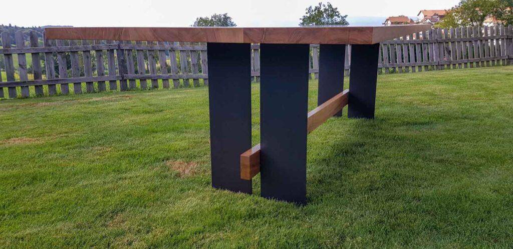 Wooddesign_Tisch_Eiche massiv_Schwarzstahl_Beine innen_Taverse (6)