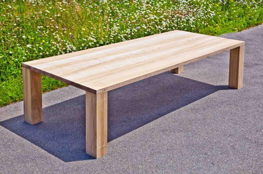 Wooddesign_Tisch_Esche mit Braunkern_Tischfüsse aussen (1)