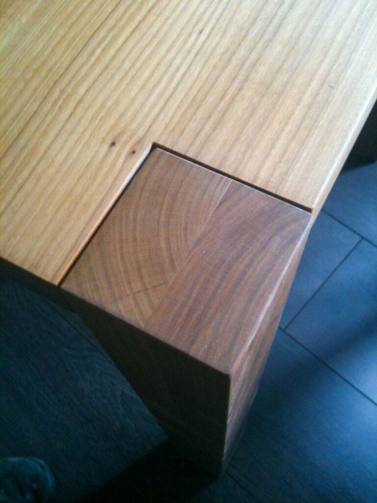 Wooddesign_Tisch_Esche mit Braunkern_Tischfüsse aussen (2)
