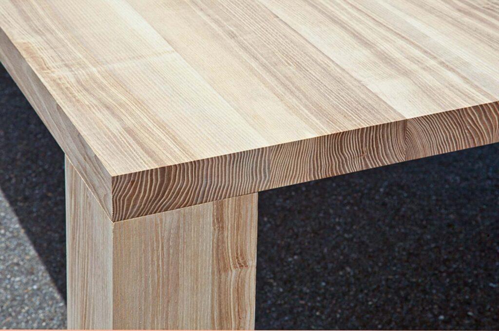Wooddesign_Tisch_Esche mit Braunkern_Tischfüsse aussen (3)