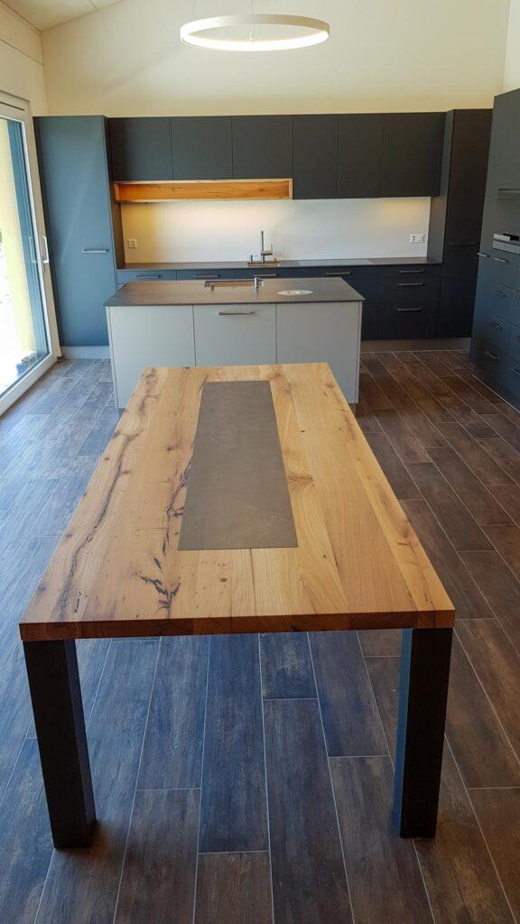 Wooddesign_Tisch_Keramikeinlage_Tischbeine aussen_Schwarzstahl (3)
