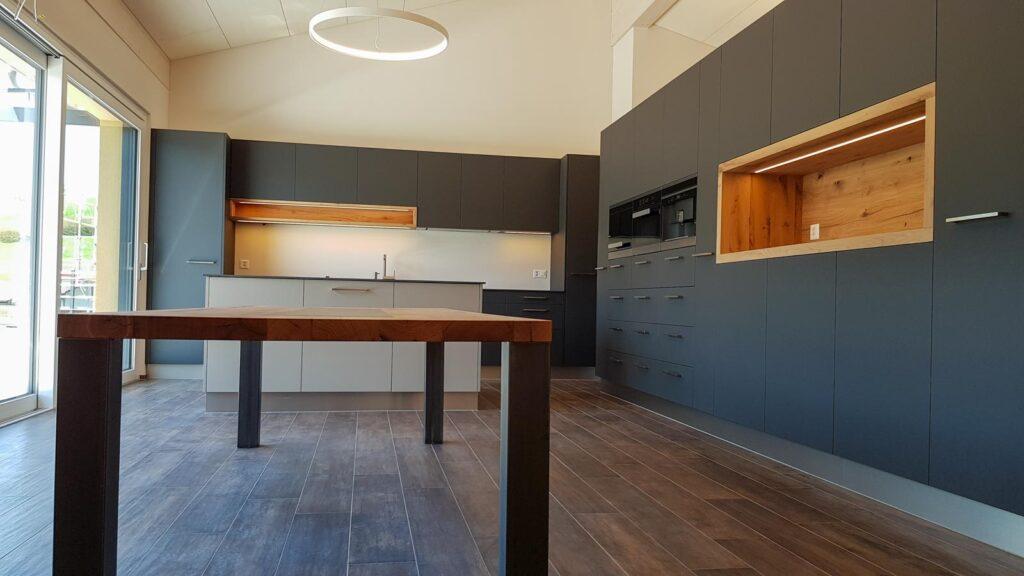 Wooddesign_Tisch_Keramikeinlage_Tischbeine aussen_Schwarzstahl (4)
