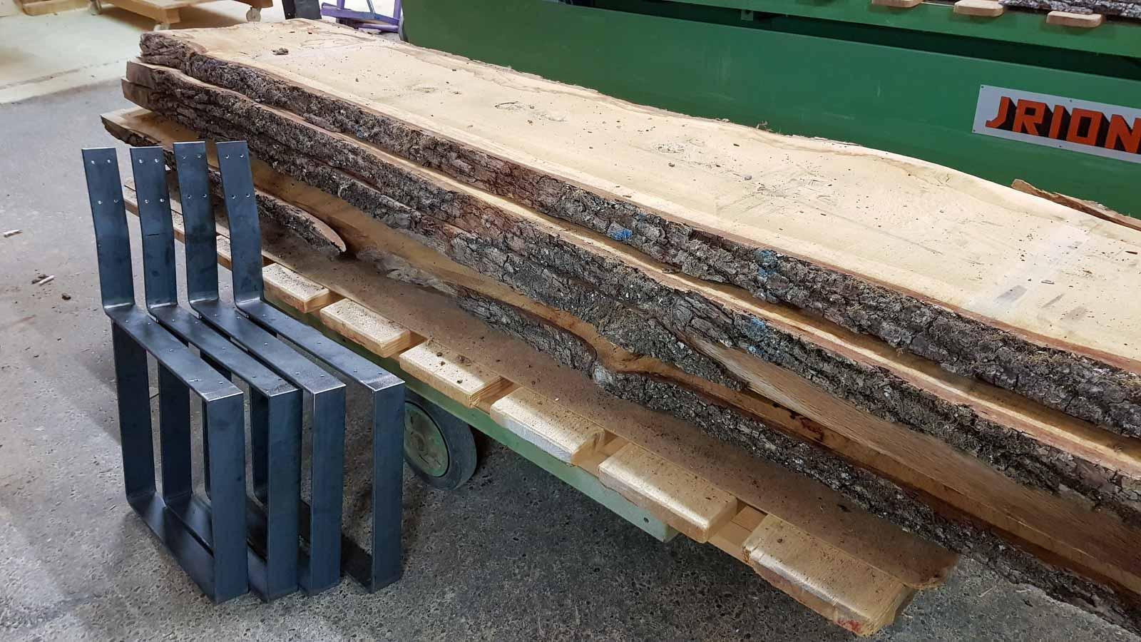 Wooddesign_Tisch_Sitsbank mit Polster_Eische massiv_Beine innen_Schwarzstahl (15)