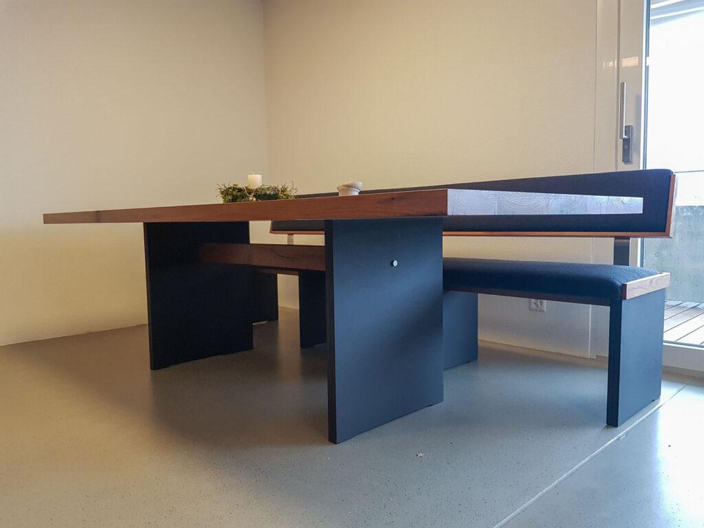 Wooddesign_Tisch_Sitzbank_gepolstert_schwarz_Altholz Eiche1 (1)
