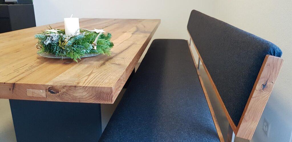 Wooddesign_Tisch_Sitzbank_gepolstert_schwarz_Altholz Eiche1 (2)