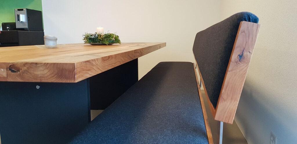 Wooddesign_Tisch_Sitzbank_gepolstert_schwarz_Altholz Eiche1 (5)