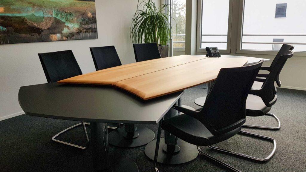 Wooddesign_Tisch_rund_Kirschbaum massiv_Tischverlängerung anthrazit_Sitzungstisch (2)
