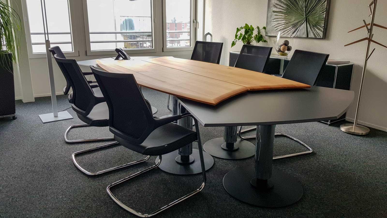 Wooddesign_Tisch_rund_Kirschbaum massiv_Tischverlängerung anthrazit_Sitzungstisch (3)