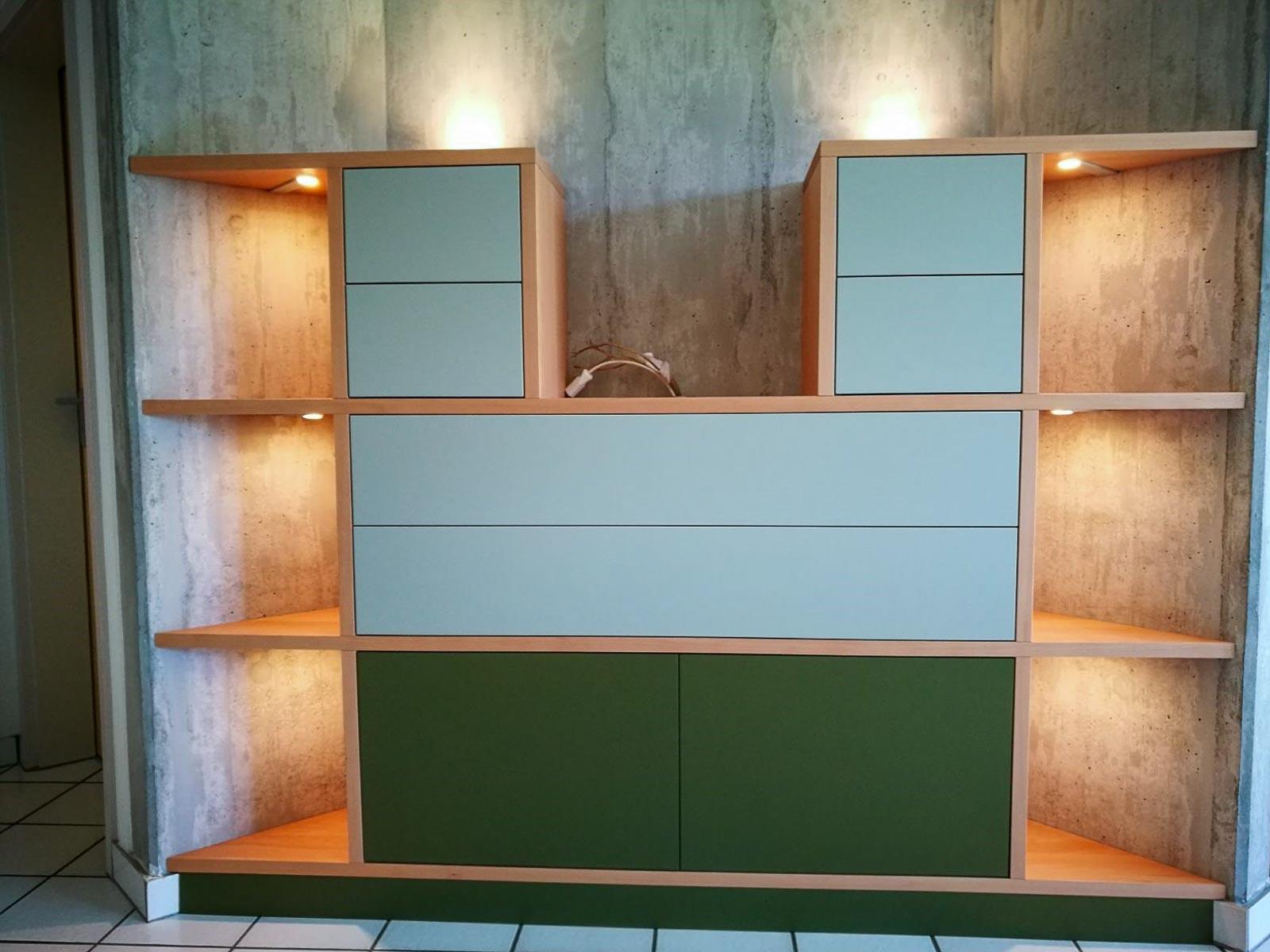 Wooddesign_Wohnzimmermöbe_Stereomöbel_LED-Beleuchtung_Schubladen_Push (4)