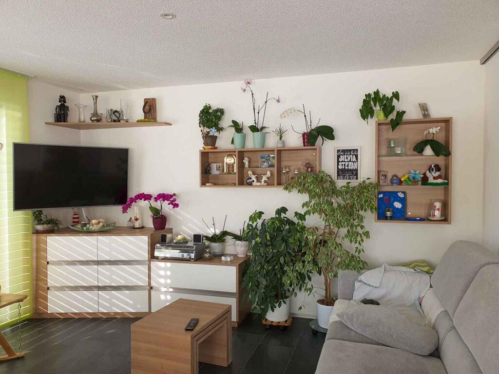 Wooddesign_Wohnzimmermöbel-Fernsehmöbel_Holzdecor_weisse Fronten_Salontisch_Regal