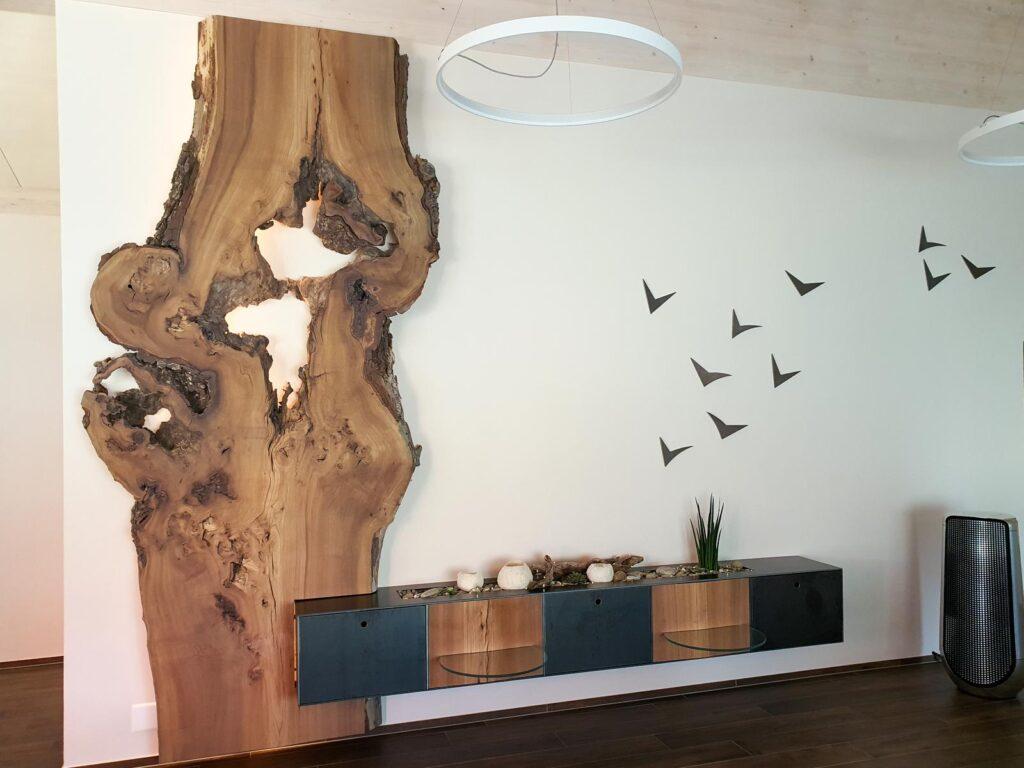Wooddesign_Wohnzimmermöbel_Design_Holzbild_Ulme_Schwarzstahl_Raumhoch_Pflanzentopf (1)