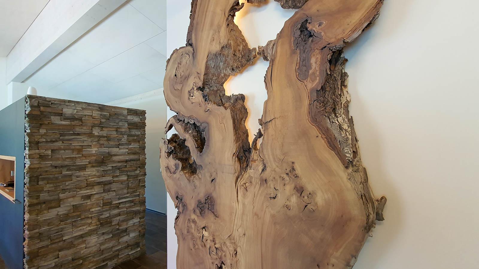 Wooddesign_Wohnzimmermöbel_Design_Holzbild_Ulme_Schwarzstahl_Raumhoch_Pflanzentopf (3)