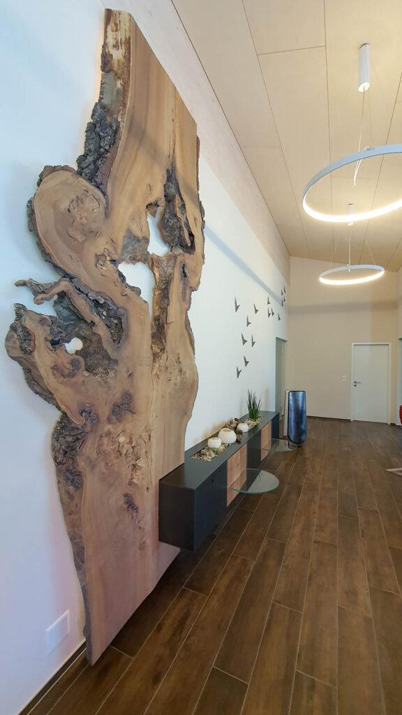 Wooddesign_Wohnzimmermöbel_Design_Holzbild_Ulme_Schwarzstahl_Raumhoch_Pflanzentopf (4)