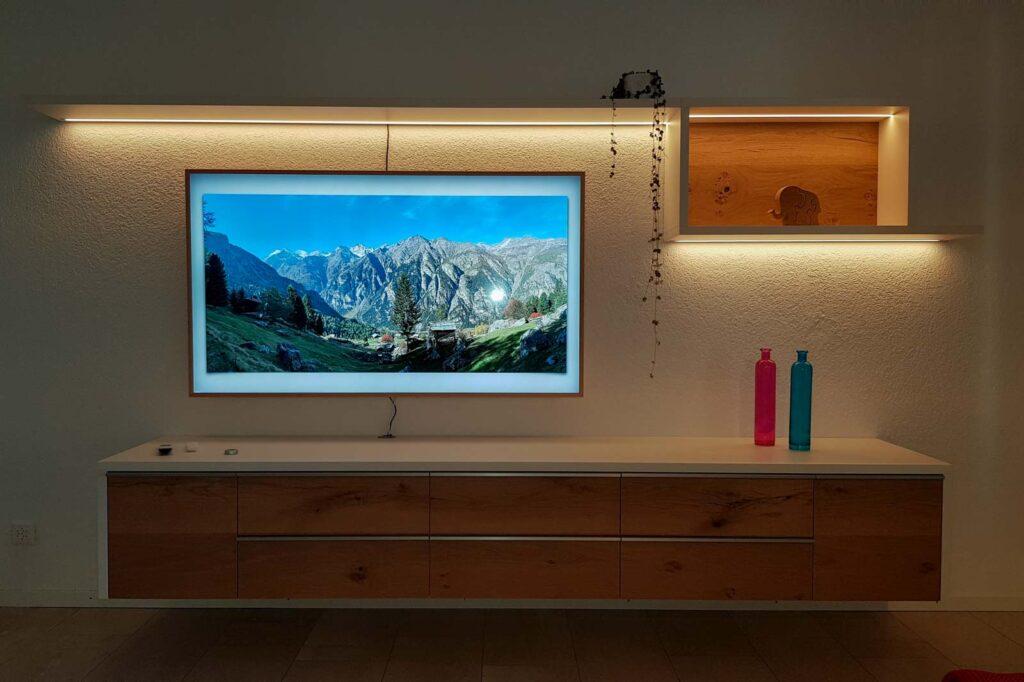 Wooddesign_Wohnzimmermöbel_Fernsehmöbel_ LED-Beleuchtung_Griffleisten_Eiche_Weissjpg (1)
