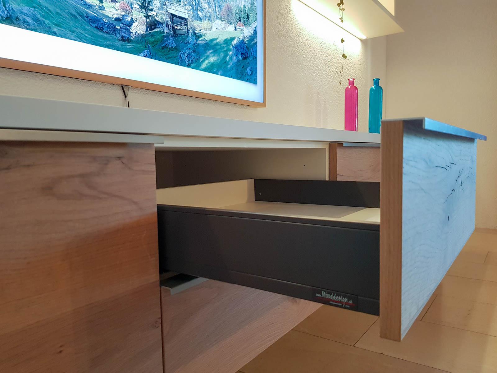 Wooddesign_Wohnzimmermöbel_Fernsehmöbel_ LED-Beleuchtung_Griffleisten_Eiche_Weissjpg (4)