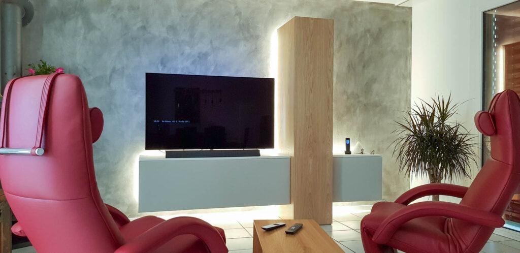 Wooddesign_Wohnzimmermöbel_Fernsehmöbel_Eiche_Fronten weiss_indirekte Beleuchtung_LED Beleichtung (2)