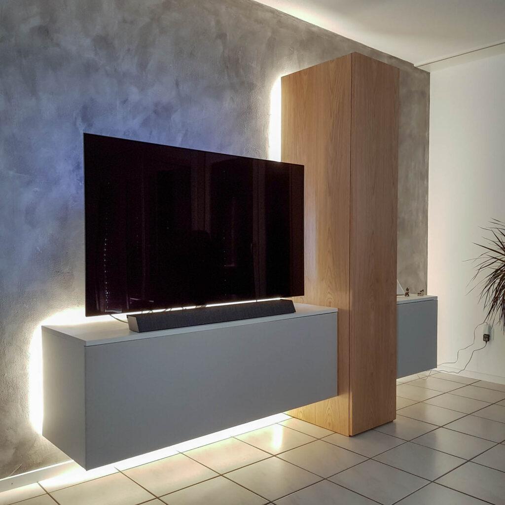 Wooddesign_Wohnzimmermöbel_Fernsehmöbel_Eiche_Fronten weiss_indirekte Beleuchtung_LED Beleichtung (3)