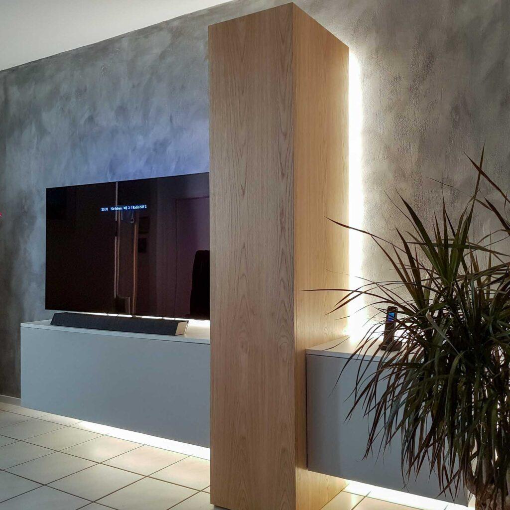 Wooddesign_Wohnzimmermöbel_Fernsehmöbel_Eiche_Fronten weiss_indirekte Beleuchtung_LED Beleichtung (5)