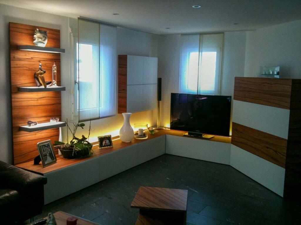 Wooddesign_Wohnzimmermöbel_Indischer Apfelbaum_Tineo_LED Beleuchtung_Glastablar_Bar (1)