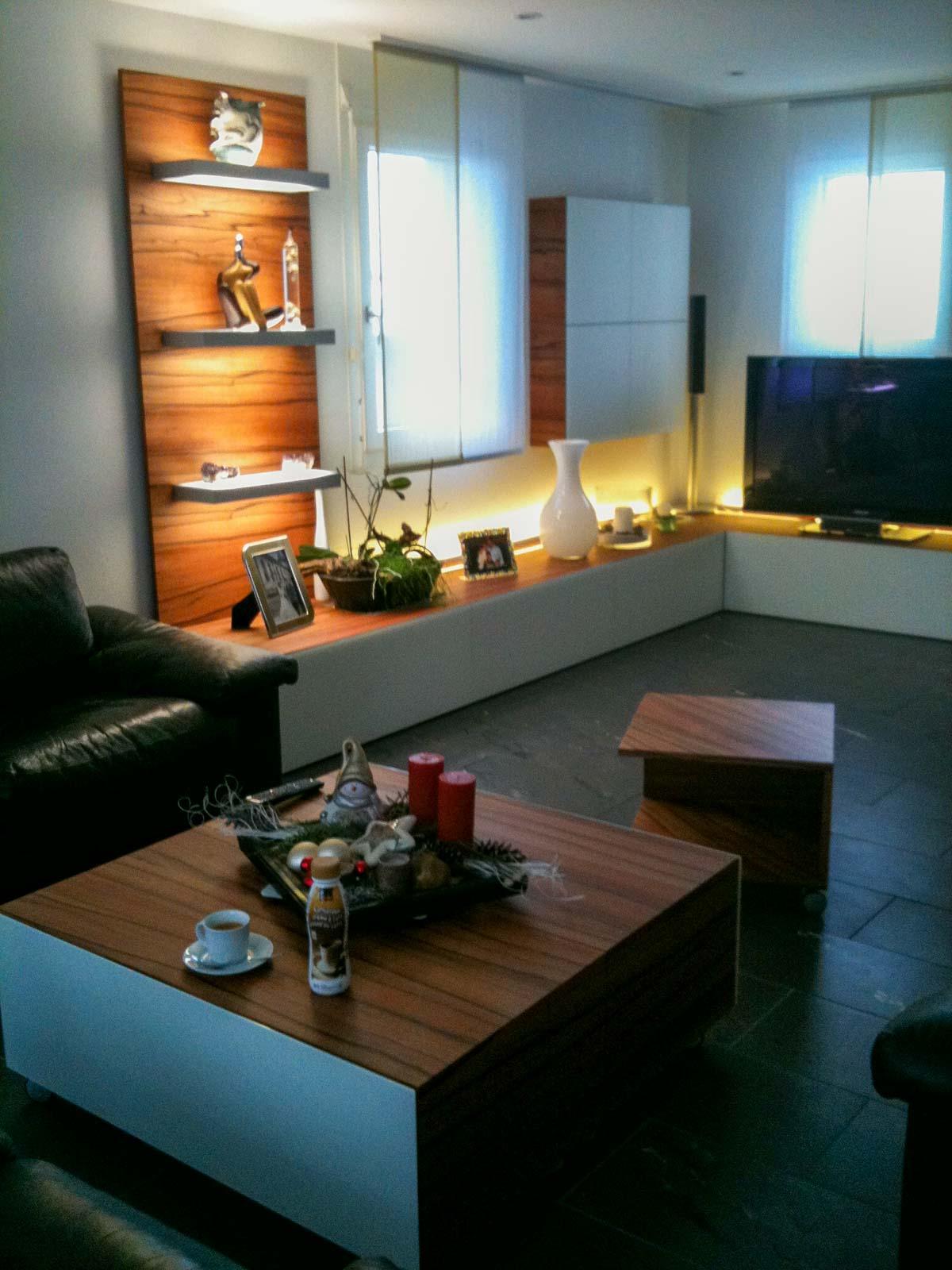 Wooddesign_Wohnzimmermöbel_Indischer Apfelbaum_Tineo_LED Beleuchtung_Glastablar_Bar (2)