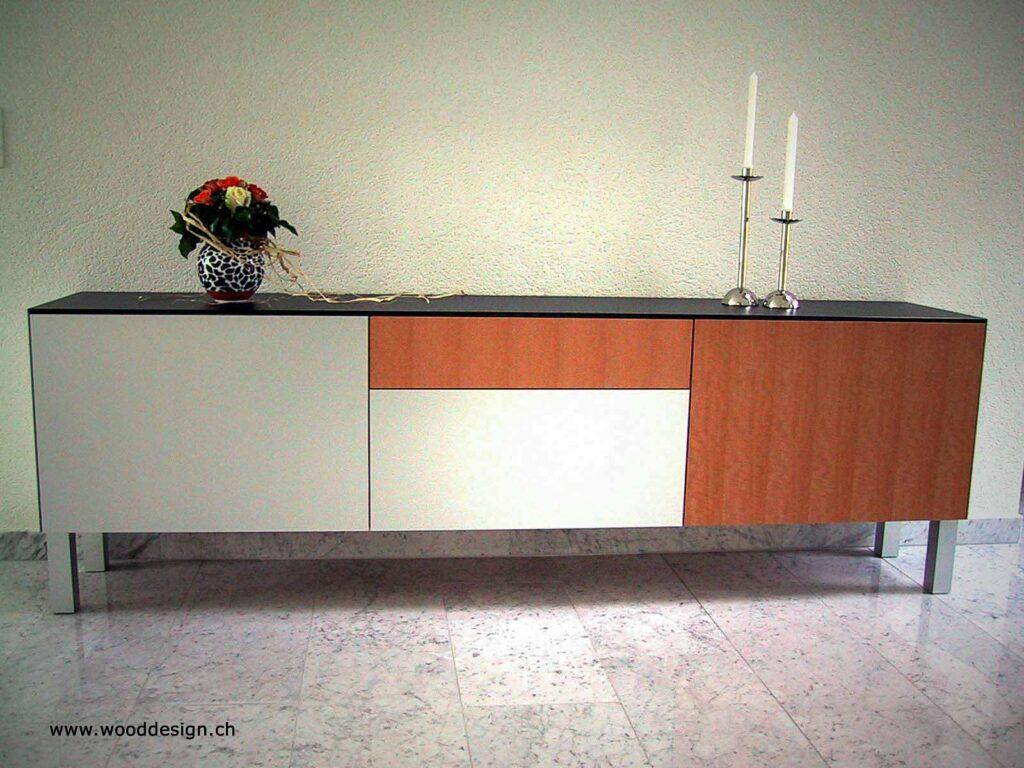 Wooddesign_Wohnzimmermöbel_Sideboard_Glasabdeckung_Aluminium eloxiert_Birnbaum