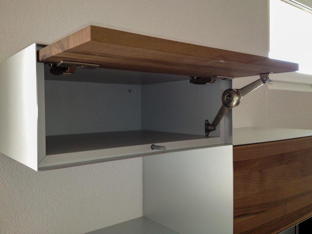 Wooddesign_Wohnzimmermöbel_Sideboard_Nussbaum_Aluminium eloxiert_Fernsehmöbel (2)