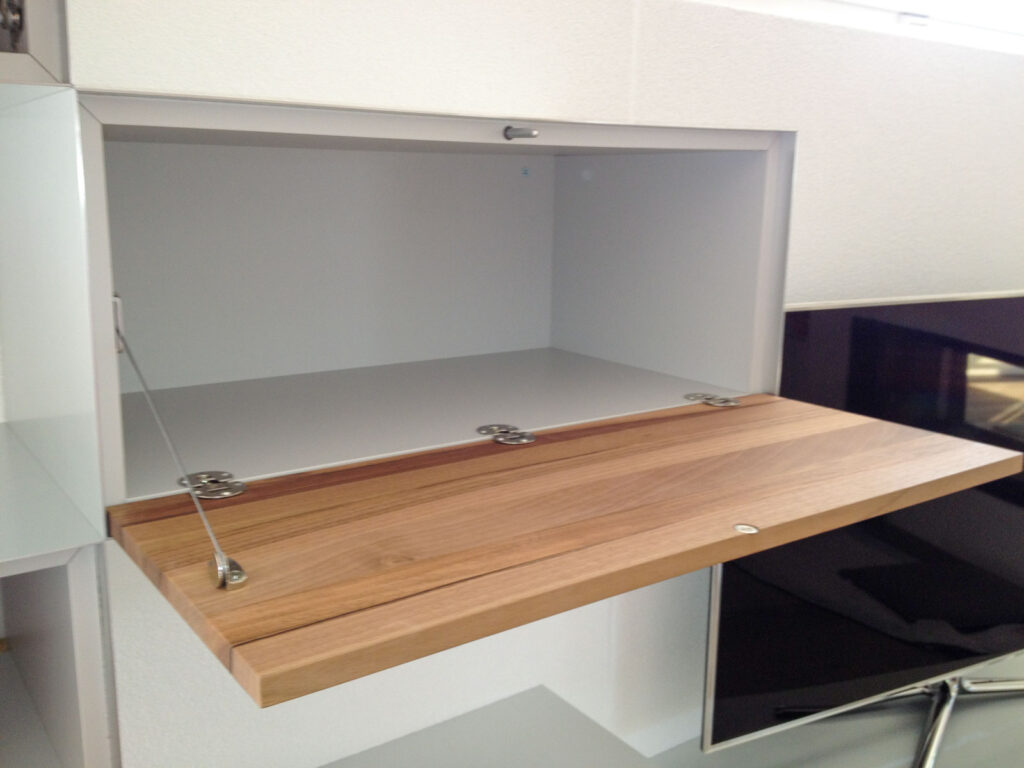 Wooddesign_Wohnzimmermöbel_Sideboard_Nussbaum_Aluminium eloxiert_Fernsehmöbel (3)