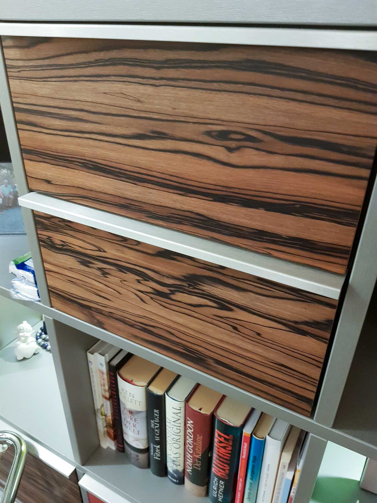 Wooddesign_Wohnzimmermöbel_Treppenform_fargig_Griffleisten_Weinkühler_Fernsehmöbel (3)