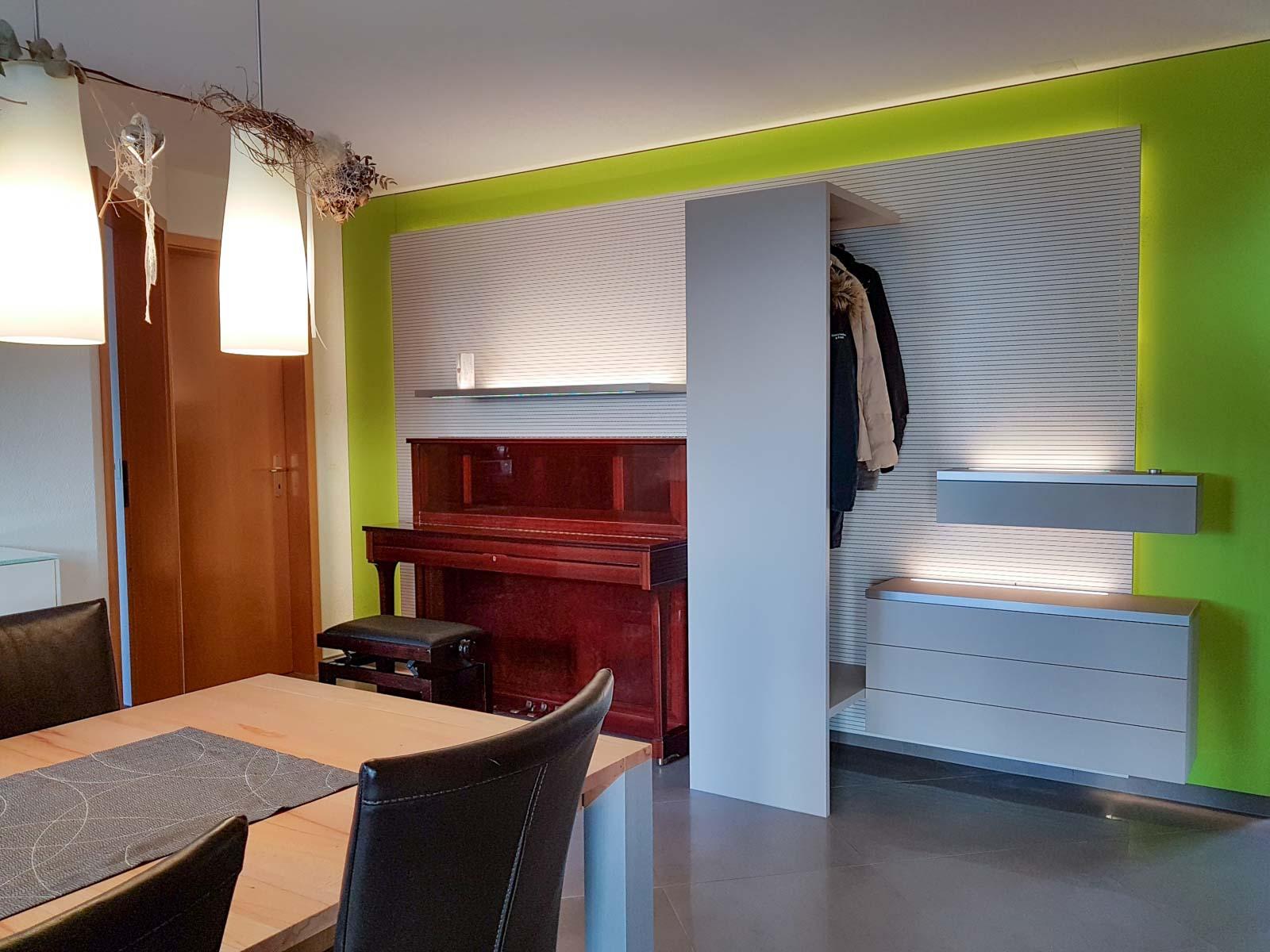 Wooddesign_Wohnzimmermöbel_grün weiss_Schallabsorption_Schalldämmung_Garderobe (1)