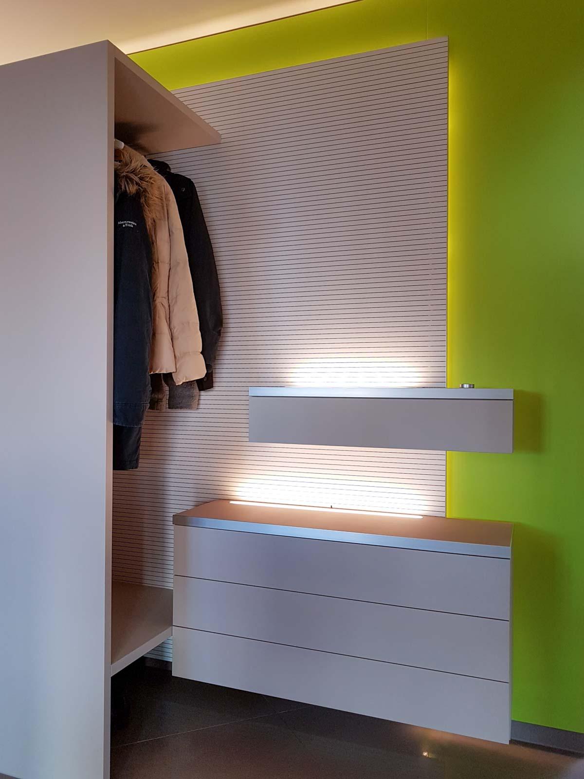 Wooddesign_Wohnzimmermöbel_grün weiss_Schallabsorption_Schalldämmung_Garderobe (2)