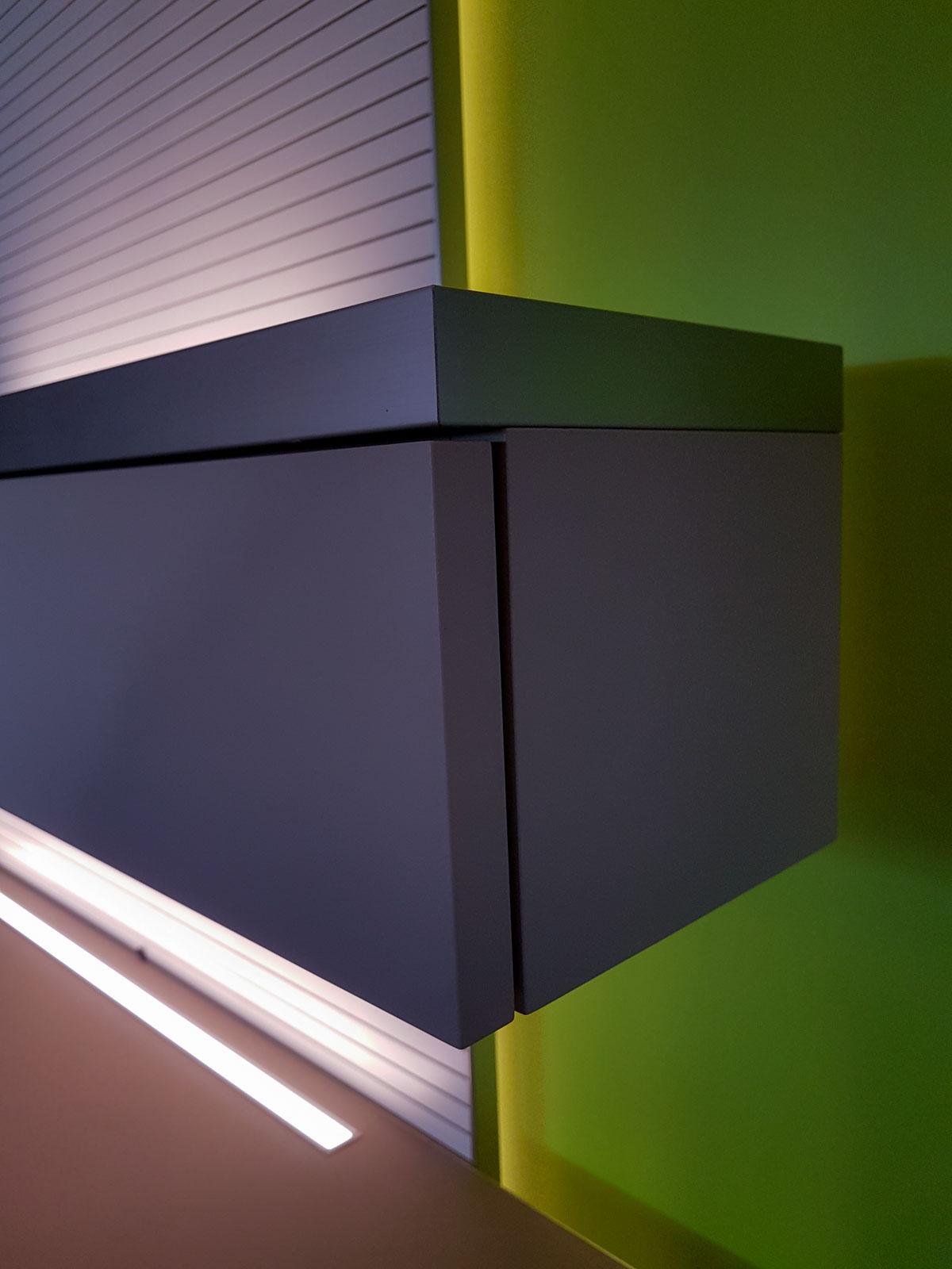 Wooddesign_Wohnzimmermöbel_grün weiss_Schallabsorption_Schalldämmung_Garderobe (3)
