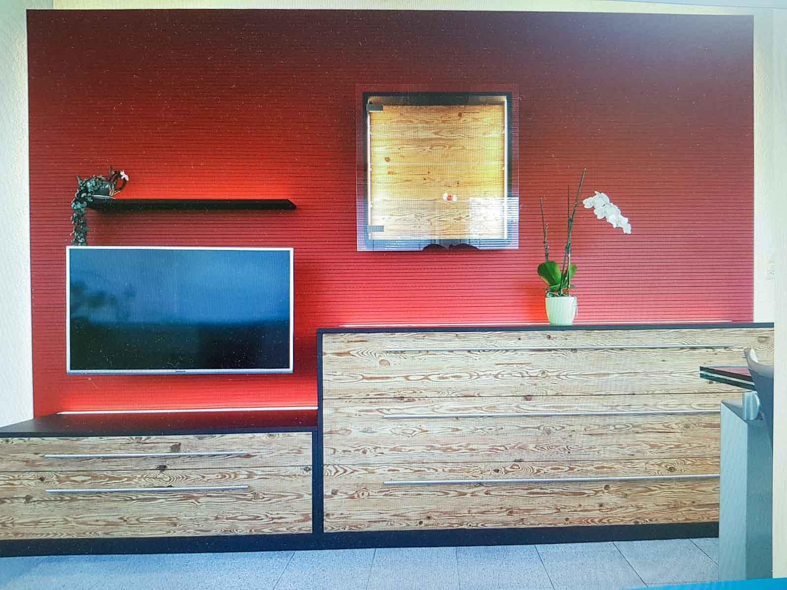 Wooddesign_Wohnzimmermöbel_rot_Altholz_Schallabsorption_Schalldämmung_Fernsehmöbel (1)