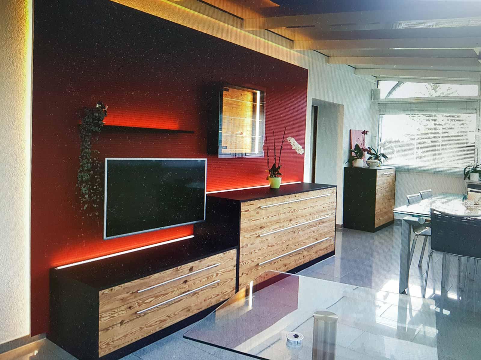 Wooddesign_Wohnzimmermöbel_rot_Altholz_Schallabsorption_Schalldämmung_Fernsehmöbel (3)