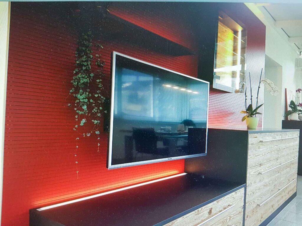 Wooddesign_Wohnzimmermöbel_rot_Altholz_Schallabsorption_Schalldämmung_Fernsehmöbel (4)