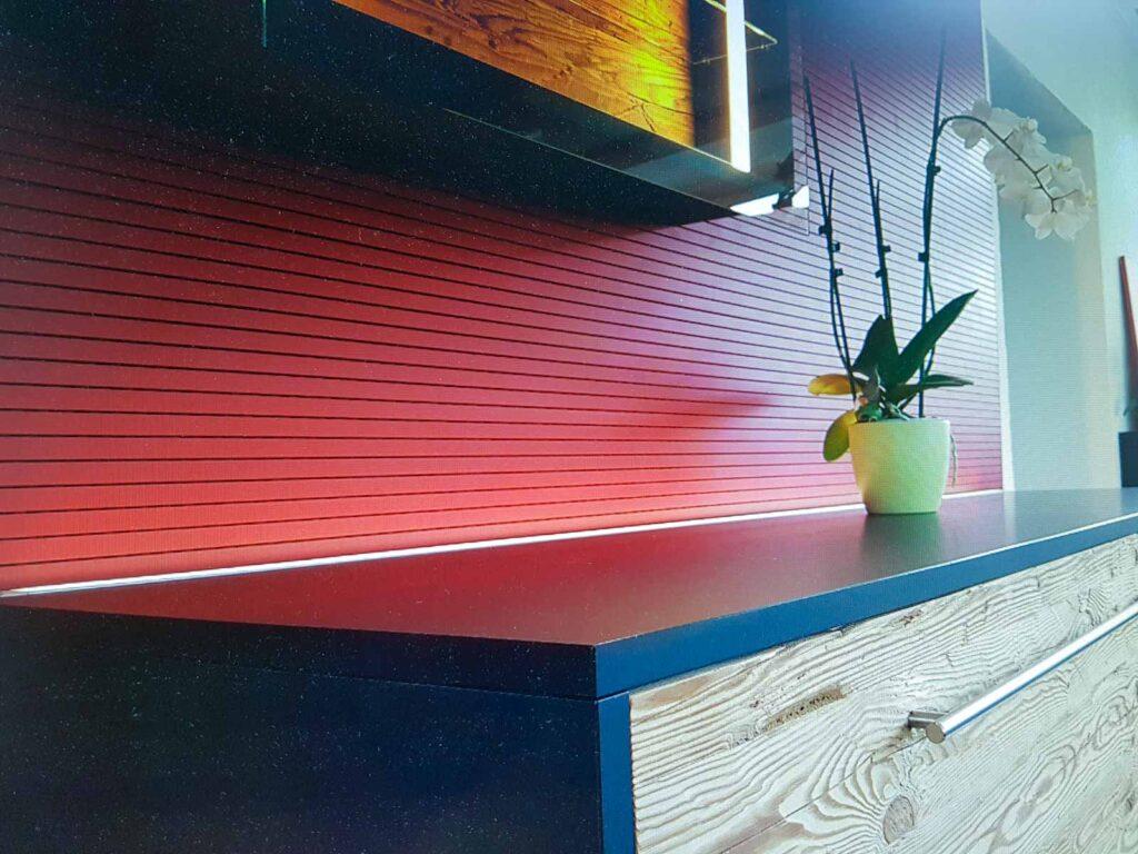 Wooddesign_Wohnzimmermöbel_rot_Altholz_Schallabsorption_Schalldämmung_Fernsehmöbel (6)