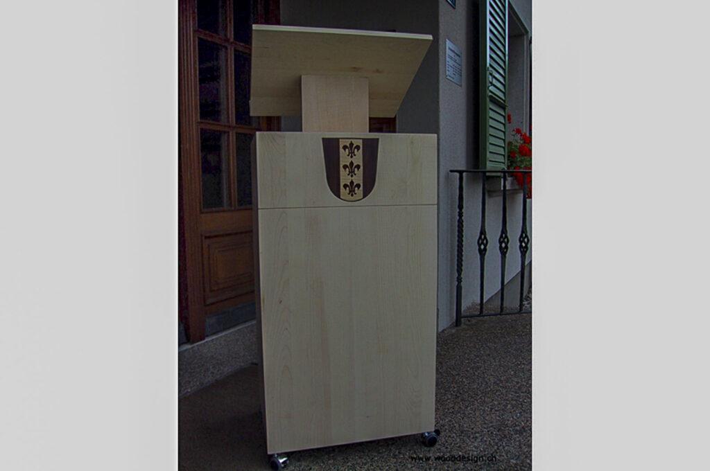 Wooddesign_öffentliche Bauten_Rednerpult Gemeinde Rechthalten_Intarsien_Ahorn-Massivholz (1)