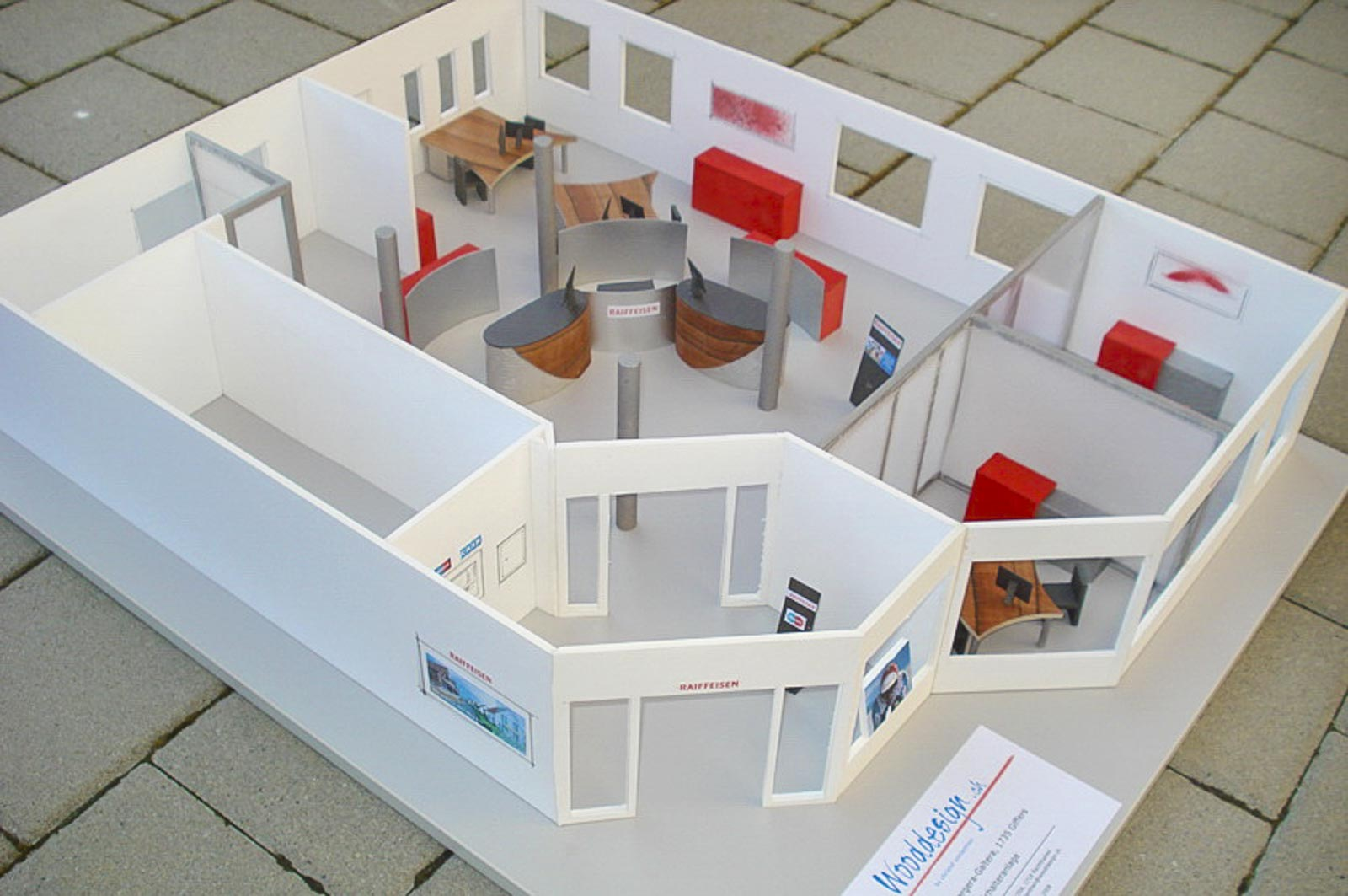 Wooddesign_öffentliche Bauten_Schalteranlage_Raiffeisen Giffers_Beraterbank_Möbel_Empfangskorpus (2)