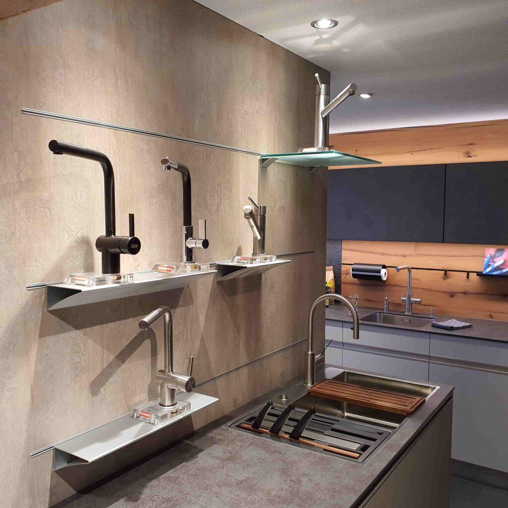 Ausstellung_ Wooddesign_Küchen_Möbel_ Schreinerei_Möbelwerkstatt_Tischlerei_Möbelschreinerei01 (18) (1)