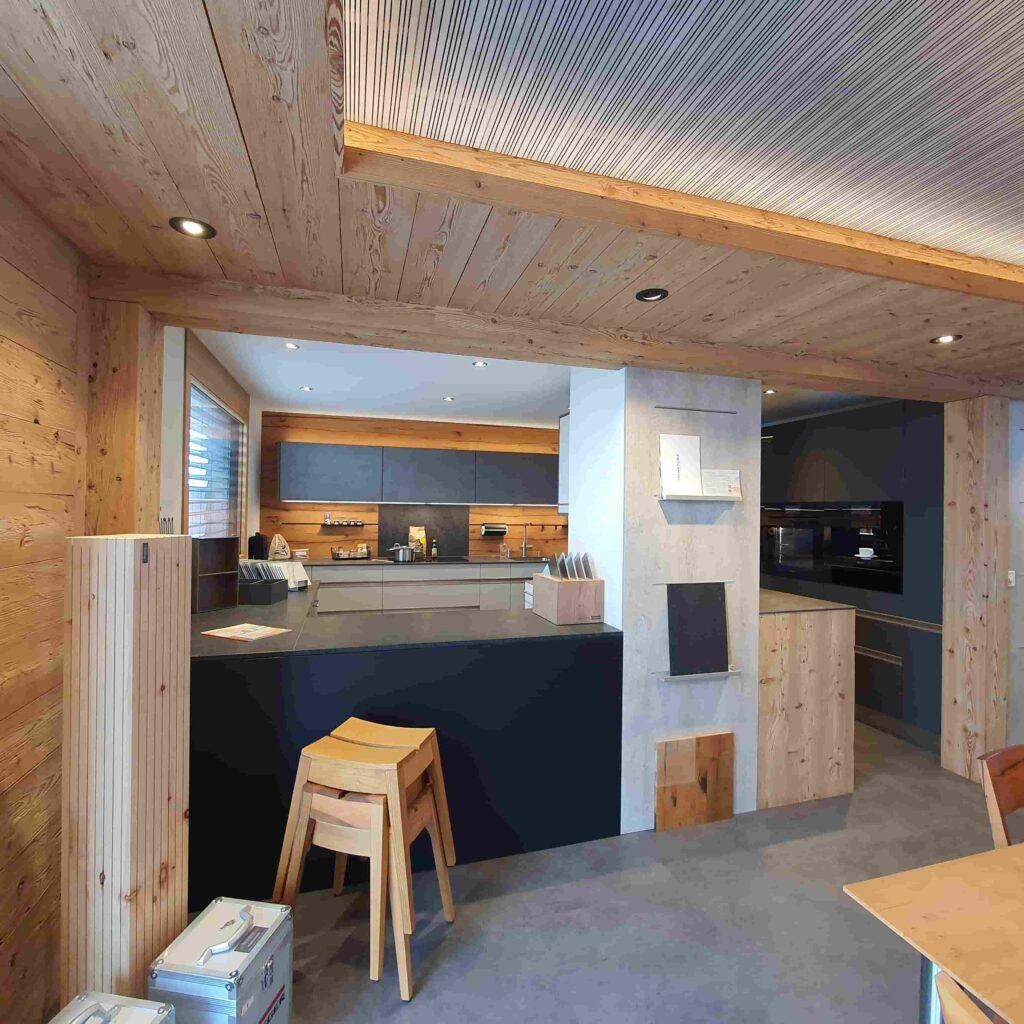 Ausstellung_ Wooddesign_Küchen_Möbel_ Schreinerei_Möbelwerkstatt_Tischlerei_Möbelschreinerei01 (5)
