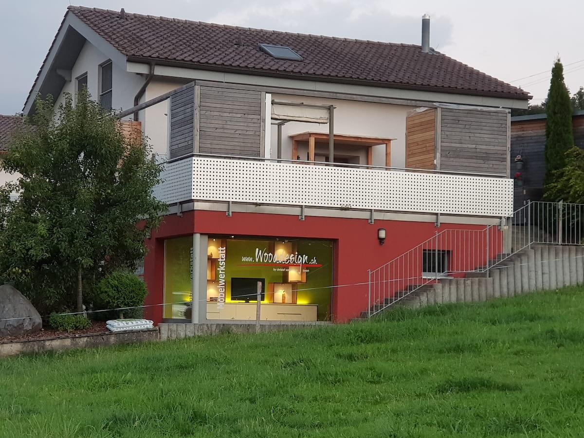 Wooddeisgn_Schaufenster_Wohnzimmermöbel_2