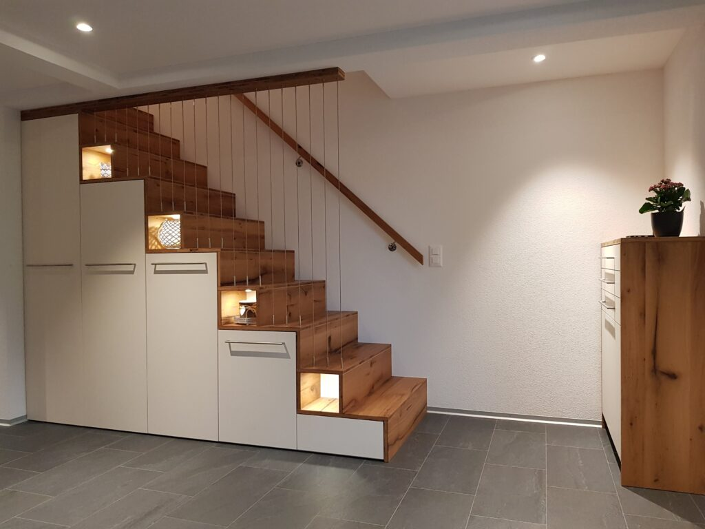 Wooddesign_Realisierte Projekte_Treppen_Teppengeländer weiss_Holztreppen_Treppenverkleidung_modern (4)-min