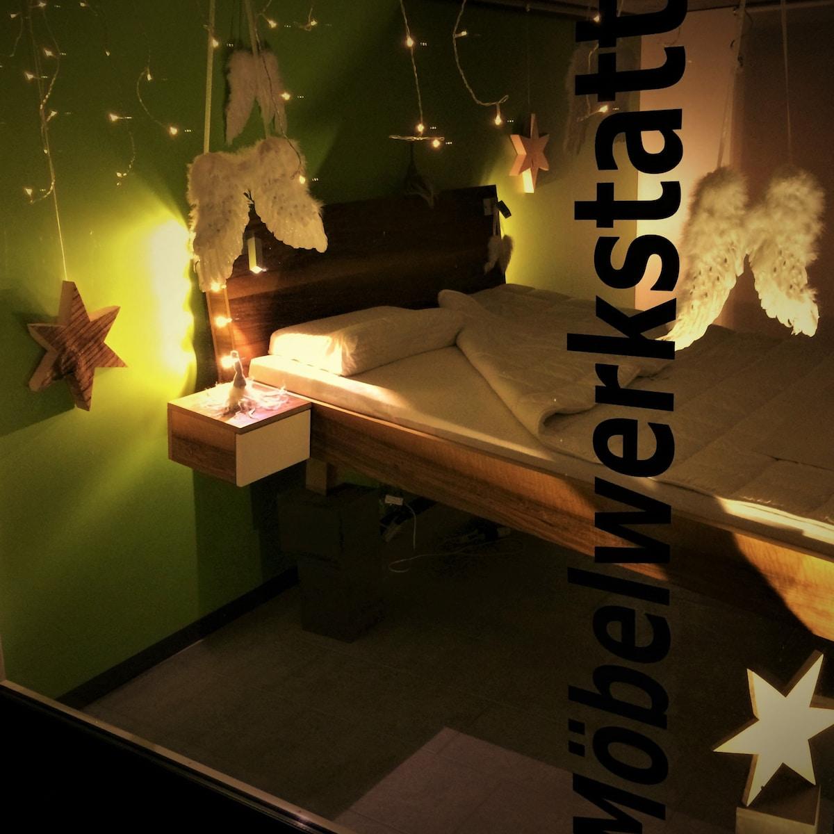 Wooddesign_Schaufenster_Bett_3