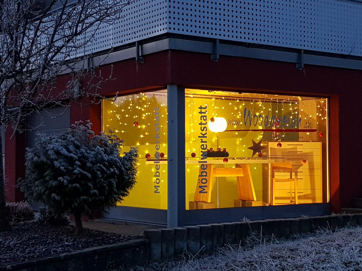 Wooddesign_Schaufenster_Glastisch_6