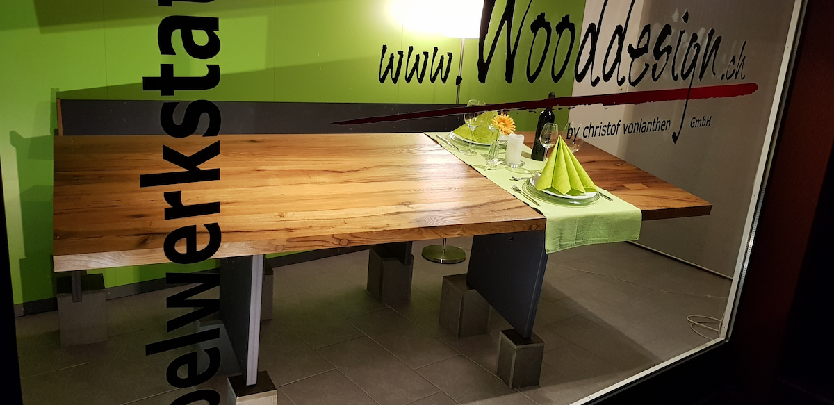Wooddesign_Schaufenster_Tisch_4