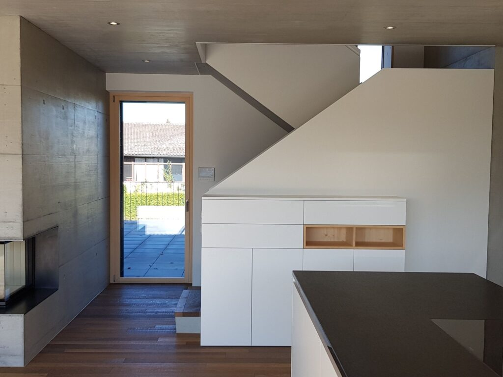 Wooddesign_Treppen_Teppengeländer weiss_Holztreppen_Treppenverkleidung_modern Eiche (1)-min