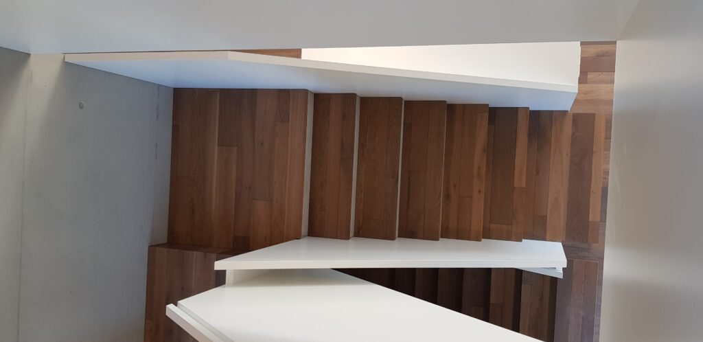 Wooddesign_Treppen_Teppengeländer weiss_Holztreppen_Treppenverkleidung_modern Eiche (10)-min